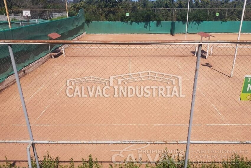 Se-vende-Complejo-Deportivo-Tenis-en-Penaflor-4