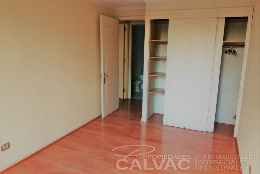 Dormitorio 2 y baño 2 frente pasillo